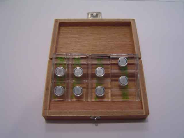 Kit de 4 piezas magnéticas de distintas alturas para inicio del corte por hilo, en estuche de madera.
