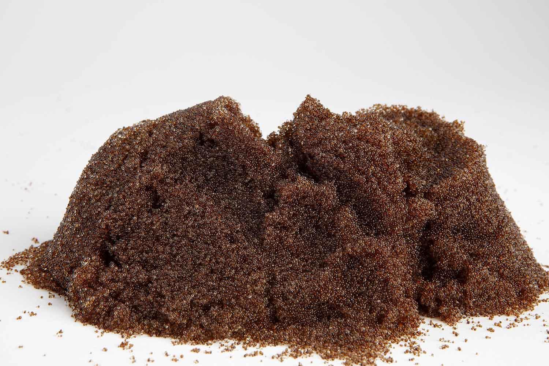 Suministramos una mezcla de resinas de intercambio iónico de alta calidad, tipo geliforme y de alta capacidad y un alto nivel de pureza para la purificación del agua. Se suministra premezclada en forma de bolas de granulometría heterodispersa.