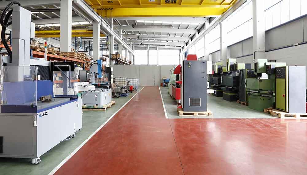 Suministramos maquinaria industrial de ocasión, maquinaria de electroerosión, corte por hilo, centros de fresado y taladrado, equipos de corte, grabado y termoconformado